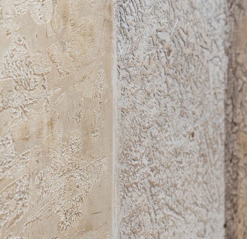 eine Wand mit Spachteltechniken