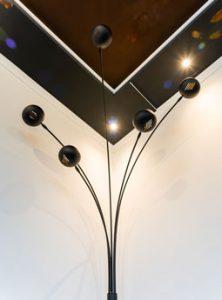 Deckengestaltung mit Stehlampe